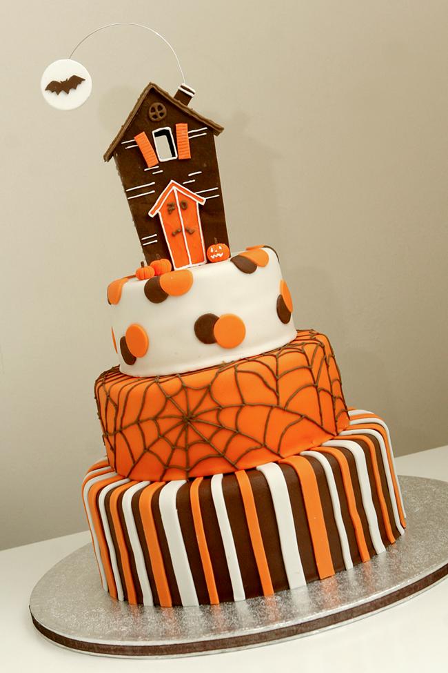 Halloween Cake - Magpie Jo