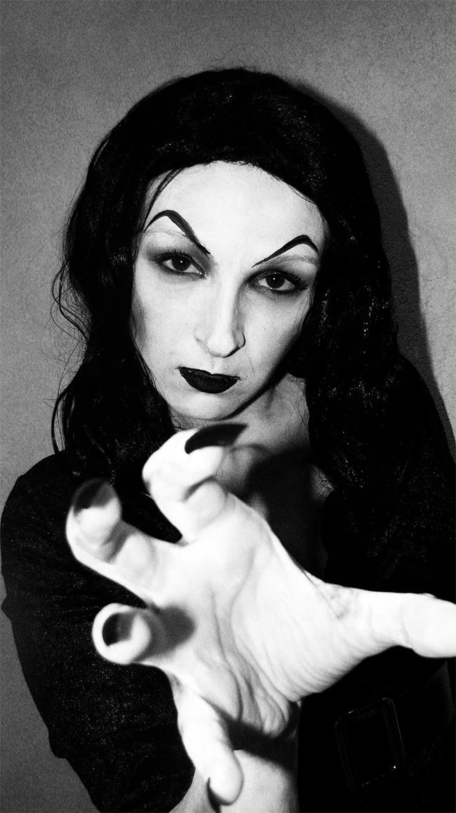 Meg Murrderher - Vampira