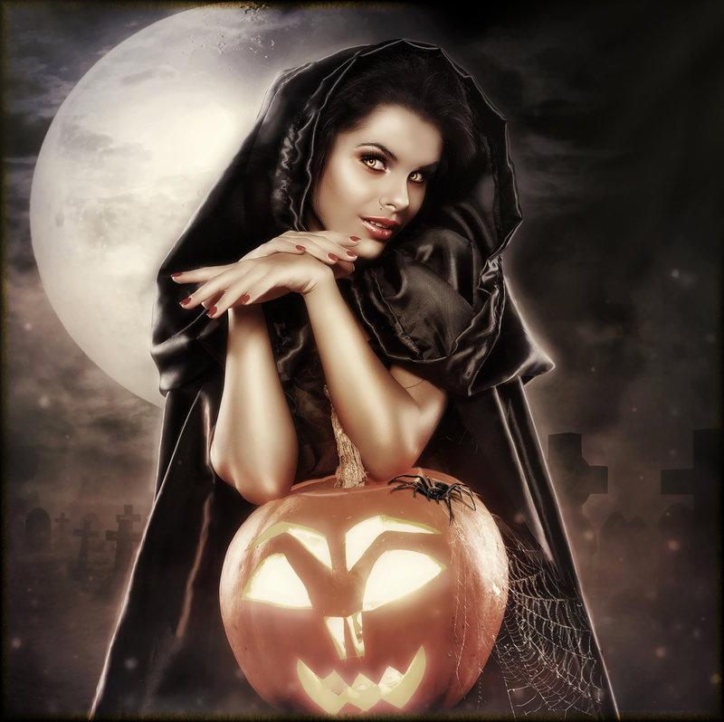 Halloween Pin-Up - Brandrificus