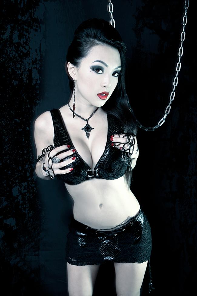 Vampy Linda Le - Black Spider