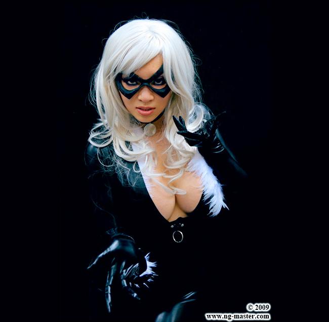 Yaya Han - Black Cat